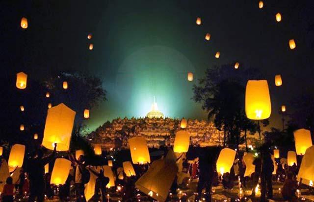 Borobudur Nite: Music, Lantern, & Hope